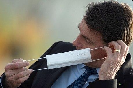 """Bolsonaro: """"Governo federal ofertará a vacina a todos"""""""