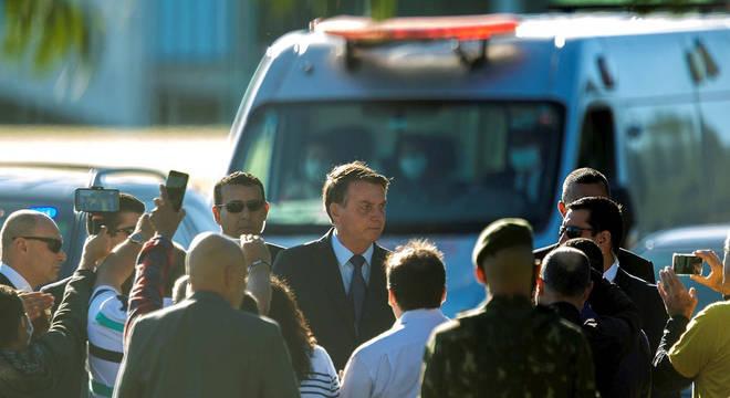 Jair Bolsonaro, na saída do Palácio do Alvorada, em Brasília