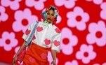 MADRID 09/04/2021.- Una modelo muestra una creación de la colección de otoño-invierno 2021/2022 de la diseñadora Agatha Ruiz de la Prada en la pasarela Mercedes-Benz Fashion Week (MBFWM) este viernes en Madrid. EFE/Mariscal