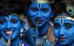 Mumbai (India).- Indian college girls dressed as Lord Krishna pose for photograph during Janamashtami festival celebrations at Shreemati Nathibai Damodar Thackersey (SNDT) college in Mumbai, India, 21 August 2019 (re-issued 18 May 2020). As prominent in both sky and sea, the color blue is often associated with open spaces, freedom, depth and wisdom. In psychology blue is viewed as a non-threatening color and it is believed to have positive and calming effects on body and mind. Often linked with intellect, confidence and reliability, it is known in corporate America as a power color. (Abierto) EFE/EPA/DIVYAKANT SOLANKI ATTENTION: This Image is part of a PHOTO SET *** Local Caption *** 55406629