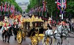London (United Kingdom).- Britain's Queen Elizabeth II rides to Buckingham Palace in the gold ornamented royal carriage in London, Britain, 04 June 2014 (reissued 27 May 2020). Gold is considered a majestic color that symbolizes wealth and luxury. It is associated with success, achievement, and triumph, but it can also be deemed decadent and overindulgent. Connected with prestige and elegance, gold symbolizes divinity, power, and wisdom in many religions due to its association with masculine energy and the power of the sun. (Reino Unido, Londres) EFE/EPA/FACUNDO ARRIZABALAGA ATTENTION: This Image is part of a PHOTO SET *** Local Caption *** 51400909