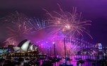 Sydney (Australia).- Fireworks cast a purple light over Sydney Harbour during the Family Fireworks as part of New Year's Eve celebrations in Sydney, Australia, 31 December 2018 (reissued 20 May 2020). Situated between the hues of red and blue, the color purple is widely considered both energetic and relaxing. Because of its rarity in nature and historic use by royals and high-ranked priests, purple still conjures connotations of luxury, regality, wealth and power. (Incendio) EFE/EPA/BRENDAN ESPOSITO ATTENTION: This Image is part of a PHOTO SET AUSTRALIA AND NEW ZEALAND OUT