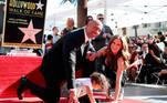 Dwayne Johnson con su esposa Lauren Hashian y la hija de ambos, Jasmine, en la ceremonia de inauguración de la estrella de la fama en Hollywood, California, en 2017. EFE/EPA/ANDREW GOMBERT