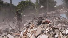 Jovem haitiana ferida em terremoto é levada às pressas para os EUA