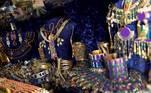 """GRAF1131. MADRID, 07/05/2021.- Diversos diseños de joyas para utilizar en producciones sobre el antiguo Egipto de la sastrería española Peris Costumes. Los aristocráticos diseños de series como """"The Crown"""" o los coloristas trajes de """"Emily en París"""" junto al vestuario de películas como """"Oslo"""" o """"Mulán"""" son solo una muestra de los seis millones de piezas que atesora desde 1856 la sastrería española Peris Costumes, """"una de las más grandes del mundo"""". EFE/ Mariscal"""
