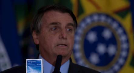 Bolsonaro já tirou fotos com embalagem de cloroquina