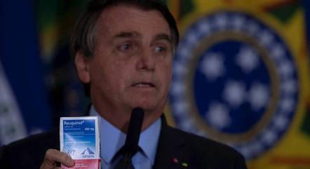 Bolsonaro posou com caixa de cloroquina em 2020