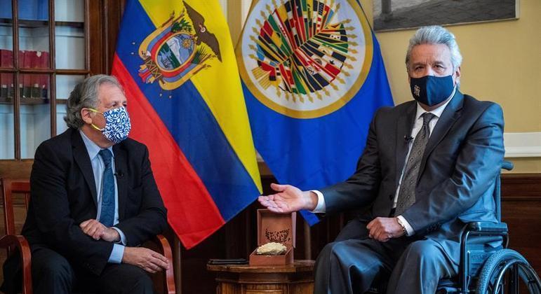 Lenin Moreno (à direita) conversa com o secretário-geral da OEA, Luis Almagro, em Washington