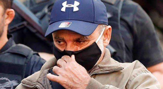 Fabrício Queiroz é levado para prisão no Rio de Janeiro