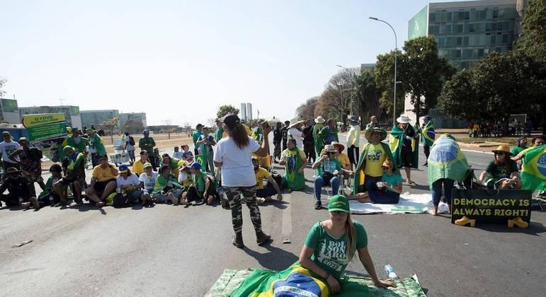 Caminhoneiros fazem paralisação desde a noite da última segunda-feira (6) a favor do presidente Jair Bolsonaro e contra o STF