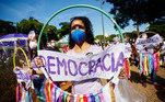 Em Goiânia (GO), manifestantes foram às ruas para protestar contra o governo e pela democracia