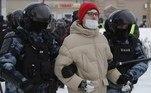 Mais de 3 mil pessoas foram detidas neste domingo nos protestos que ocorrem por toda a Rússia em apoio ao líder opositor Alexei Navalny, que cumpre prisão preventiva após ter voltado da Alemanha, onde se recuperava do envenenamento sofrido no ano passado