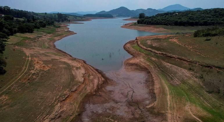 Sabesp diminui retirada de água do Cantareira, que está com 29,2% de capacidade de armazenamento