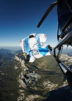 Os três saltaram de um helicóptero sobre os Alpes, na Áustria