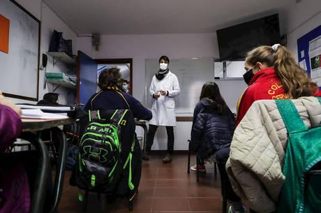 Alunos voltam às aulas no Uruguai