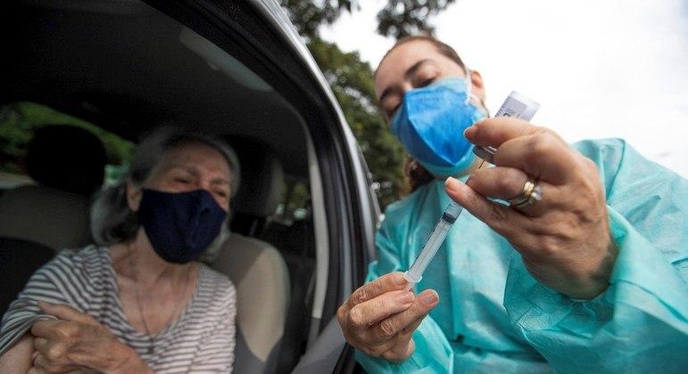 Idosos fazem parte do grupo de risco da pandemia do novo coronavírus