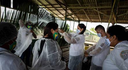 País tem poucas vacinas e imuniza lentamente