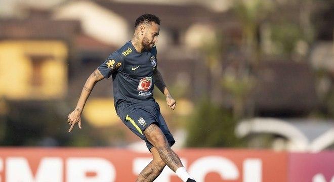 Neymar sentiu dores e não participou do treino da seleção nesta quarta
