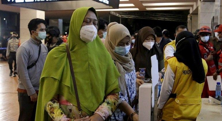 Empresa aérea confirma 62 pessoas em avião que caiu na Indonésia