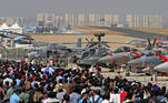 (India), 02/02/2021.- Spectators gather for the rehearsals ahead of the 13th Aero India 2021 at Yelahanka Air Force Station in Bangalore, India, 02 February 2021. Over 519 defence and aerospace companies have confirmed their participation in the 13th Aero India event which showcases India's military capabilities including new warplanes, next-generation submarines, warships, helicopters, missiles, howitzers, air defense systems, assault weapons and night-vision gear. The event runs from 03 to 05 February 2021. EFE/EPA/JAGADEESH NV