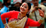 Guwahati (India), 14/04/2021.- A girl performs a traditional Bihu dance on the occasion of the Rongali Bihu festival in Guwahati, Assam, Eastern India, 14 April 2021. Rongali Bihu festival is celebrated to mark the new calendar year in Assam. EFE/EPA/PRANABJYOTI DEKA