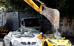 Manila (Philippines), 18/06/2021.- A backhoe destroys smuggled luxury cars at the Bureau of Customs in Manila, Philippines, 18 June 2021. The destruction of the vehicles is done to warn smugglers to pay the correct importation tax or have their cars seized by the government and be destroyed. (Filipinas) EFE/EPA/FRANCIS R. MALASIG
