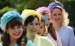 Ascot (United Kingdom), 15/06/2021.- Race goers pose in colourful hats as they attends day one of Royal Ascot in Ascot, Britain, 15 June 2021. Royal Ascot is Britain's most valuable horse race meeting and social event running daily from 15 to 19 June 2019. (Reino Unido) EFE/EPA/NEIL HALL