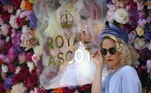 Ascot (United Kingdom), 15/06/2021.- A race goer poses as she attends day one of Royal Ascot in Ascot, Britain, 15 June 2021. Royal Ascot is Britain's most valuable horse race meeting and social event running daily from 15 to 19 June 2019. (Reino Unido) EFE/EPA/NEIL HALL
