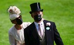 Ascot (United Kingdom), 15/06/2021.- Zara Tindall, grand-daughter of Britain's Queen Elizabeth and her husband Mike (R) attend day one of Royal Ascot in Ascot, Britain, 15 June 2021. Royal Ascot is Britain's most valuable horse race meeting and social event running daily from 15 to 19 June 2021. (Reino Unido) EFE/EPA/NEIL HALL