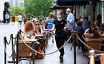 Imagem da esplanada de um restaurante londrino. A renomada arquiteta Carolyn SteelSteel nos convida a refletir sobre o que comemos e quanto desperdiçamos, a energia que consumimos e como a descartamos EFE / EPA / ANDY RAIN