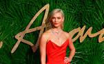 A modelo americana Karlie Kloss posa ao chegar no British Fashion Awards, em 2017, no Royal Albert Hall, na cidade de Londres (Reino Unido). EFE / NEIL HALL