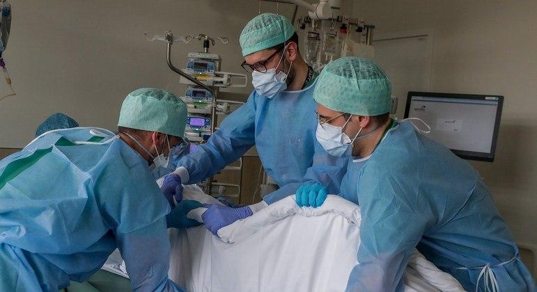Alesp aprova prorrogação de contratos para profissionais da saúde em São Paulo