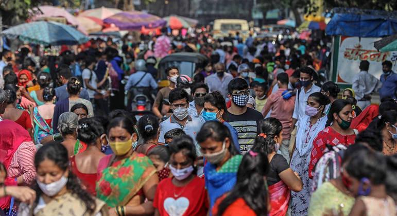 A Índia passa por uma segunda onda de covid, com 47 mil casos nas últimas 24 horas