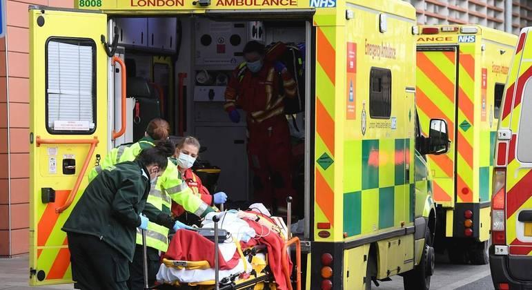 Hospitais da Inglaterra têm registrado número recorde de pacientes graves com covid-19