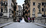Rome (Italy), 17/03/2021.- A photo shooting with a bride on Ponte Sant'Angelo during Covid-19 coronavirus red zone in Rome, Rome, Italy, 17 March 2021. Most of Italy is a red zone in Italy's tier system since 15 March, due to a sharp rise in numbers of infections with the Sars-Cov-2 coronavirus that causes the Covid-19 disease. (Italia, Roma) EFE/EPA/Riccardo Antimiani