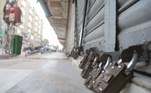 Hyderabad (Pakistan), 26/07/2021.- A view of a close market during smart lockdown after new cases of COVID-19 were reported in Hyderabad, Pakistan, 26 July 2021. Countries around the world are taking increased measures to stem the widespread of the SARS-Co?V-2 coronavirus which causes the COVID-19 disease. EFE/EPA/NADEEM KHAWAR