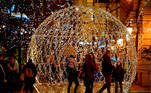 Debrecen (Hungary), 29/11/2020.- People walk nex to a huge Christmas light decoration on the first Sunday of Advent, in dowtown Debrecen, Hungary, 29 November 2020. (Hungría) EFE/EPA/Zsolt Czegledi HUNGARY OUT