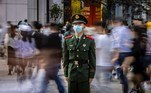 Shanghai (China), 01/05/2021.- A member of People's Liberation Army (PLA) guards a crosswalk during the Labor Day in Shanghai, China, 01 May 2021. Labor Day is an annual worldwide celebration of workers and their achievements. May Day holidays in China will have 265 million passenger trips during 2021, said the Ministry of Transport on 29 April. EFE/EPA/ALEX PLAVEVSKI