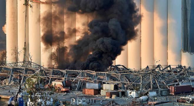 Explosão deixou rastro de destruição nos arredores do porto do Líbano