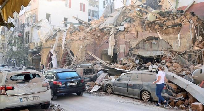 Explosão em região do Porto de Beirute deixou mais de 100 mortos e grande destruição na capital libanesa