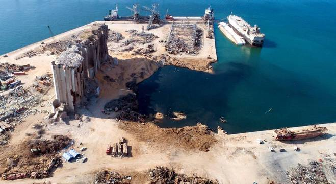 Porto de Beirute ficou totalmente destruído após a megaexplosão