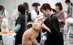 Tokyo (Japan), 01/04/2021.- A dog groomer prepares a dog for a contest at the 'Interpets' international pet fair in Tokyo, Japan, 01 April 2021. As the coronavirus pandemic is limiting access from abroad, some 300 exhibitors based in Japan will present their products to business visitors and pet lovers until 04 April at the event, which is the largest international trade fair in the Japanese pet market. With the COVID-19 pandemic, pets are giving comfort to people who are spending more time home due to lockdowns and telework, boosting the pet products market. (Japón, Tokio) EFE/EPA/FRANCK ROBICHON