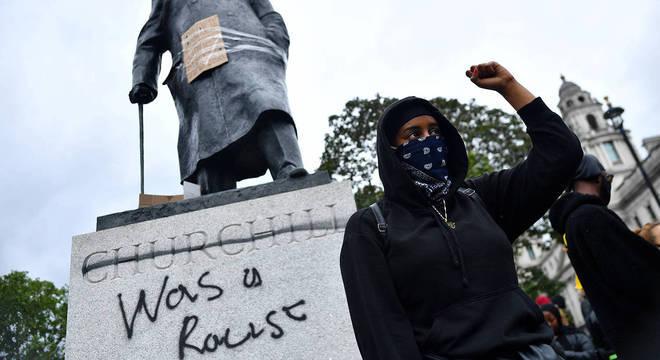 Boris Johnson criticou ataques contra estátua de Winston Churchill, em Londres