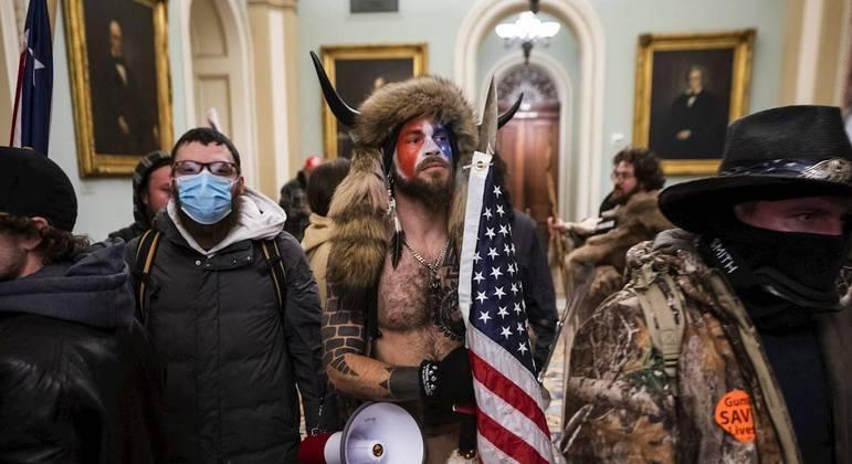 Manifestantes invadem o Capitólio durante protestos em Washington