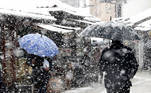 Sarajevo (Bosnia And Herzegovina), 15/03/2021.- People walk under a heavy snowfall on a street in Sarajevo, Bosnia and Herzegovina, 15 March 2021. Meteorologists forecast snowy weather with low temperatures to continue in the upcoming days. (Bosnia-Herzegovina) EFE/EPA/FEHIM DEMIR