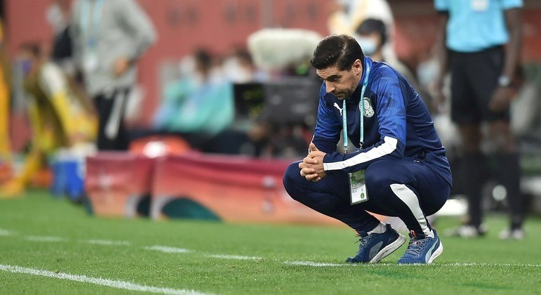 Abel Ferreira não conseguiu motivar o Palmeiras. E nem alterar a maneira de o time jogar