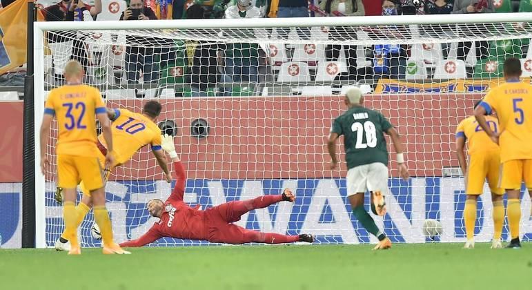 Weverton desta vez não fez milagre. Gignac marcou de pênalti. Palmeiras fora da final