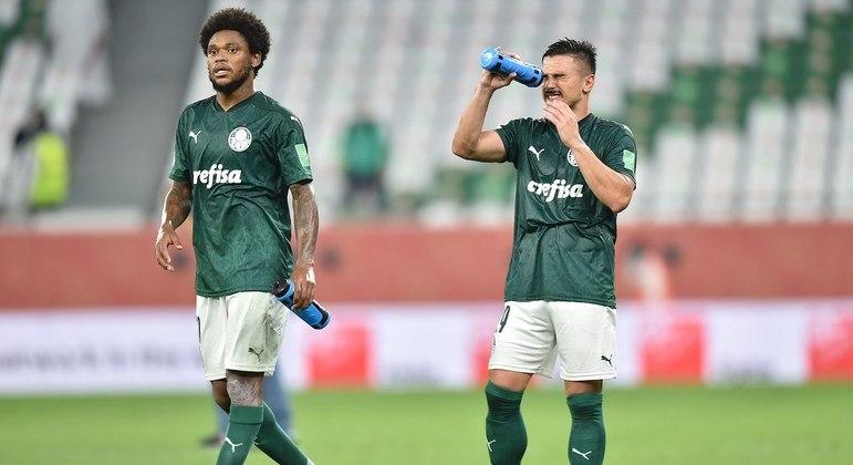"""Luiz Adriano lamentou. """"O Palmeiras não teve posse de bola. Só lançamento direto"""""""