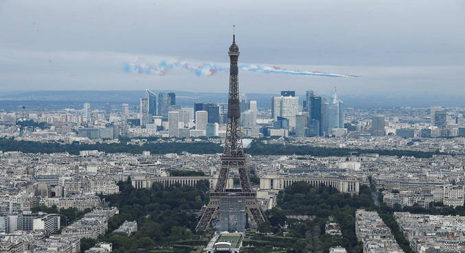 Torre Eiffel voltará a abrir ao público em 16 de julho