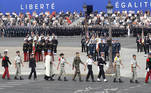 Paris (France), 14/07/2020.- French troops take part in the annual Bastille Day military ceremony on the Place de la Concorde in Paris, France, 14 July 2020. Bastille Day, the French National Day, is held annually on 14 July to commemorate the storming of the Bastille fortress in 1789. This year Germany, Austria, Switzerland and Luxembourg, which took in French COVID-19 patients, are special guests of honor. (Francia, Alemania, Luxemburgo, Suiza, Concordia, Luxemburgo) EFE/EPA/LUDOVIC MARIN / POOL MAXPPP OUT